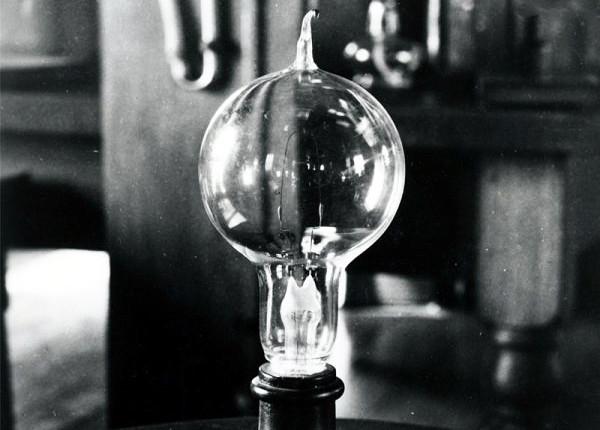 Изобретение электрической лампы накаливания