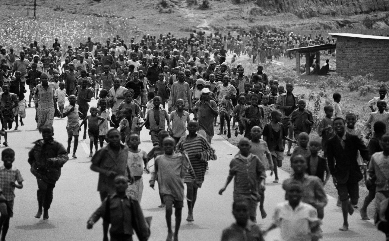 the war of rwanda Causes the tensions between the majority hutus and the tutsis the civil war, when the tutsis returned to rwanda in 1990, a civil war broke out.
