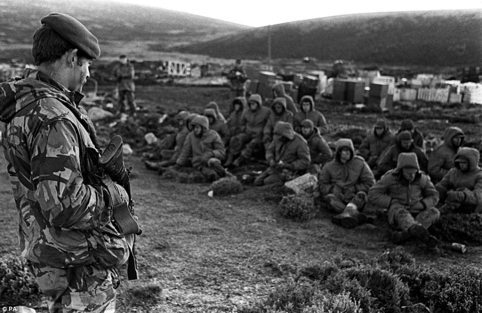 Вражений стійкістю і хоробрістю українських солдатів, що зіштовхнулися з однією з найагресивніших армій світу, - Вільямсон побував на передових позиціях ОС - Цензор.НЕТ 7409