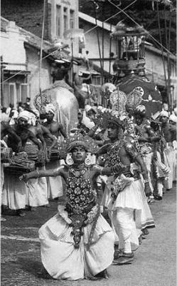 Зуб Будды и шествие в его честь