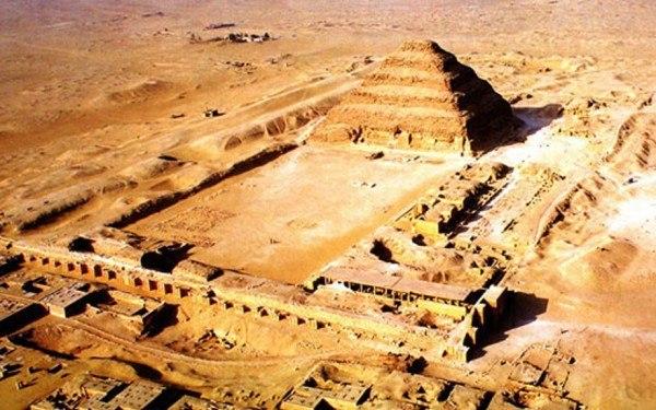 Ступенчатая пирамида фараона Джосера