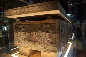 Гробница, саркофаг и маска из Паленке