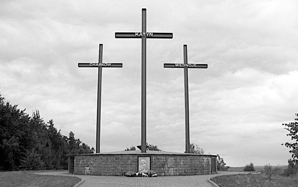 Кто приказал расстрелять польских офицеров?